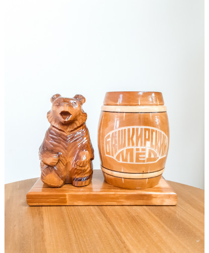 """Сувенирный медведь """"Мишка на пасеке"""" 0,45 кг Бочка"""