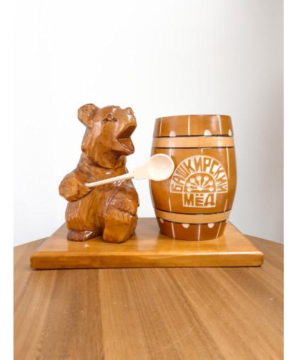 """Сувенирный медведь """"Мишка на пасеке"""" 0,7 кг Бочка"""